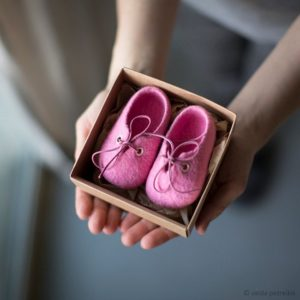 pink baby shoes in a box